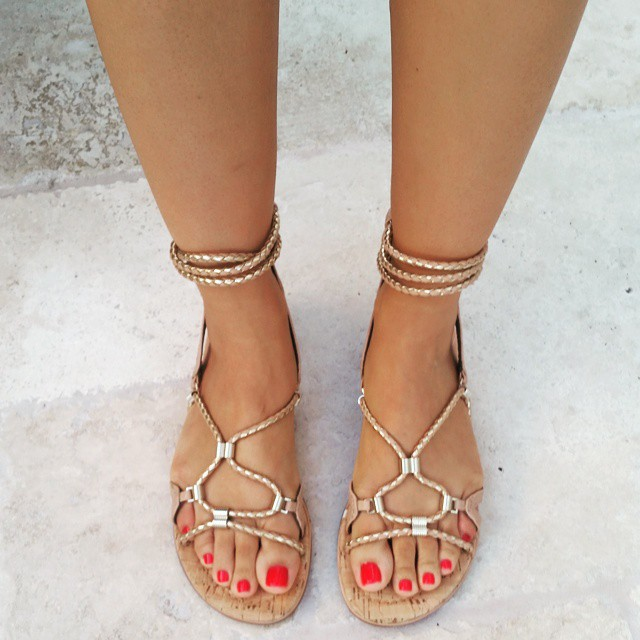 Packing these comfy sandals from @dailylook to Hawaii. ????? #dailylook