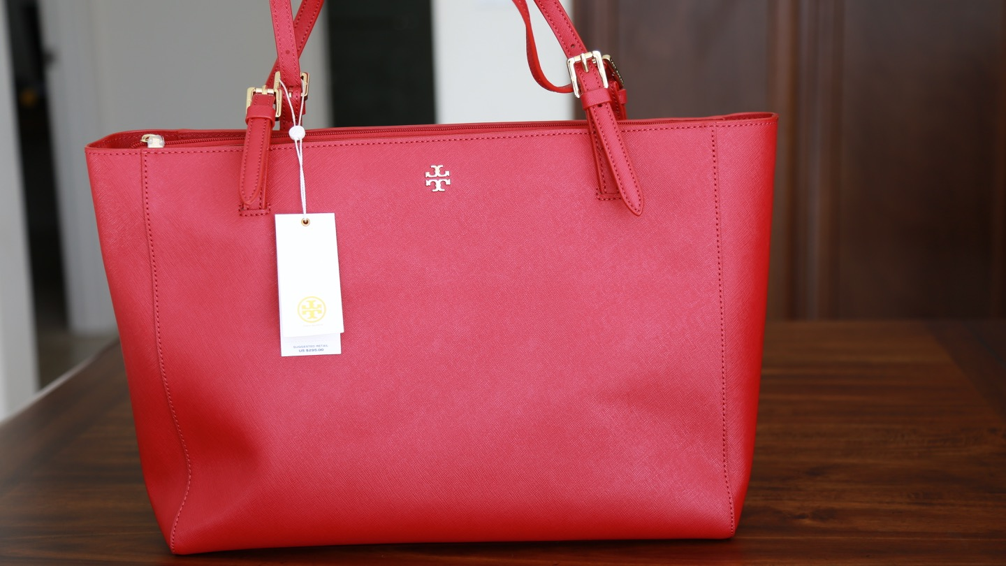 102f4188c06a8 HOLIDAY GIFT GIVING! Tory Burch  York  Buckle Tote + Holiday Makeup ...